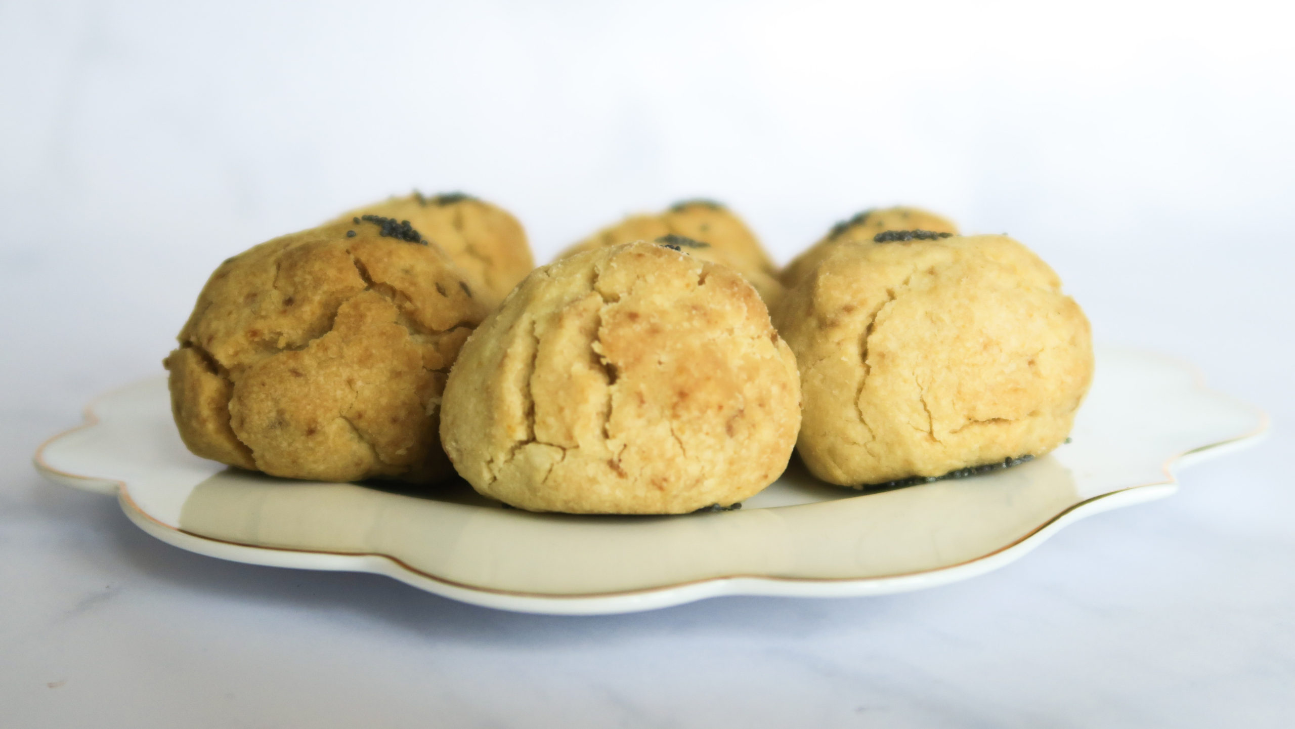 Lemon and poppy seed biscuits on a plate